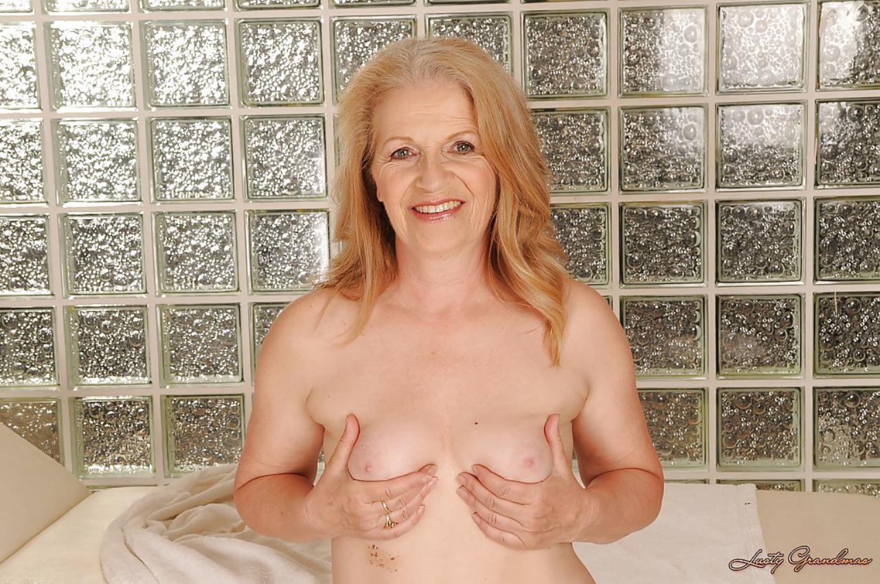 Abuela desnuda y Fogosa