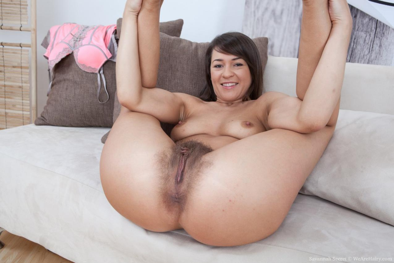 Chica desnuda peluda