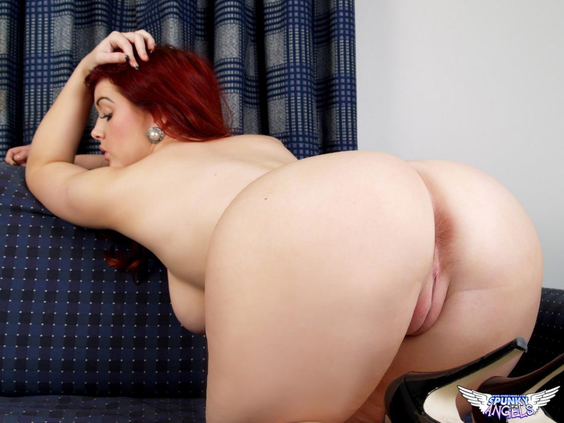 Chica gordita desnuda